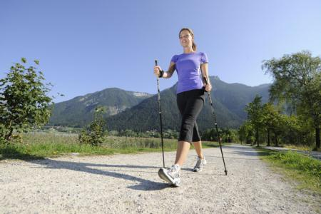 Fit am Morgen beim Nordic Walking am Achensee